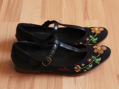 Mexican Design Embroidered Flats
